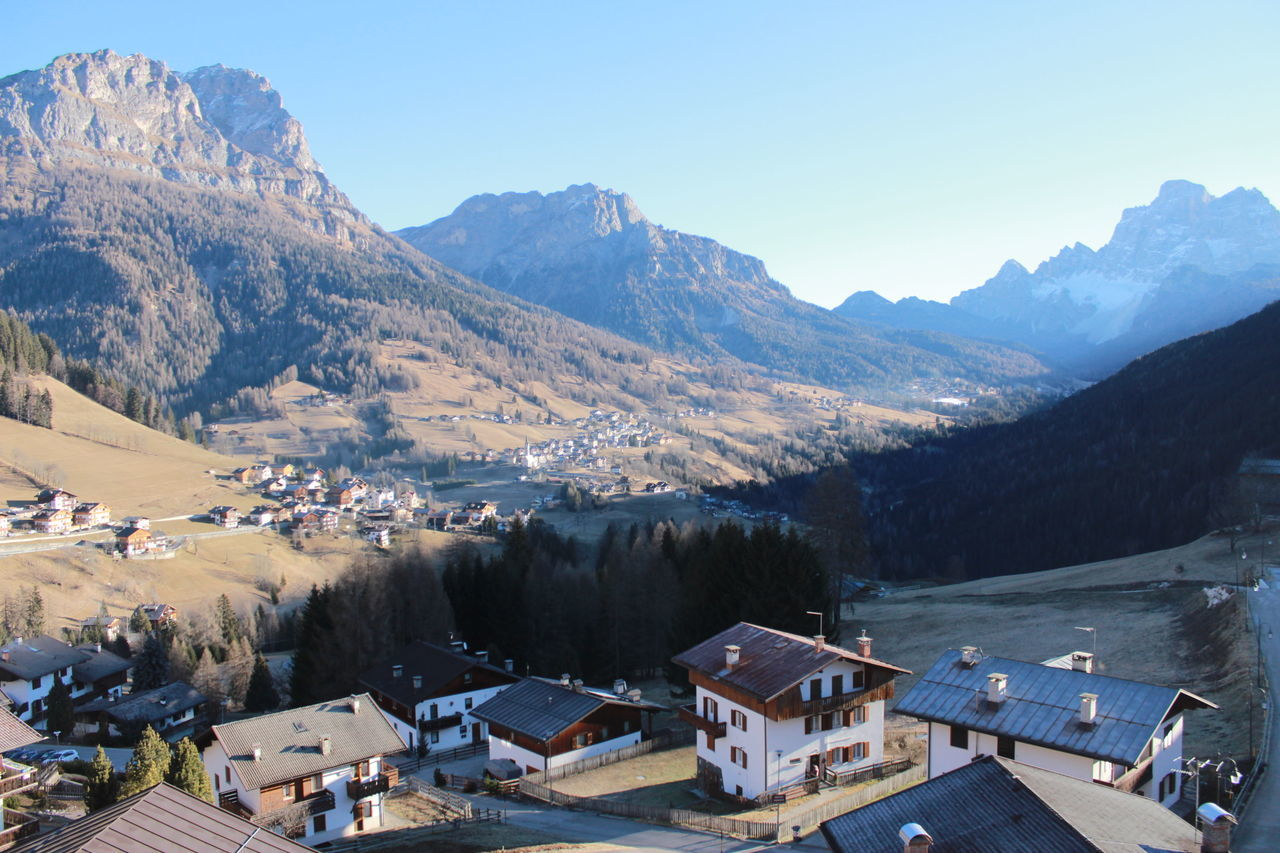 mountain, building exterior, built structure, architecture, house, mountain range, roof, day, scenics, no people, nature, outdoors, residential building, town, beauty in nature, sky, tree, cold temperature, clear sky
