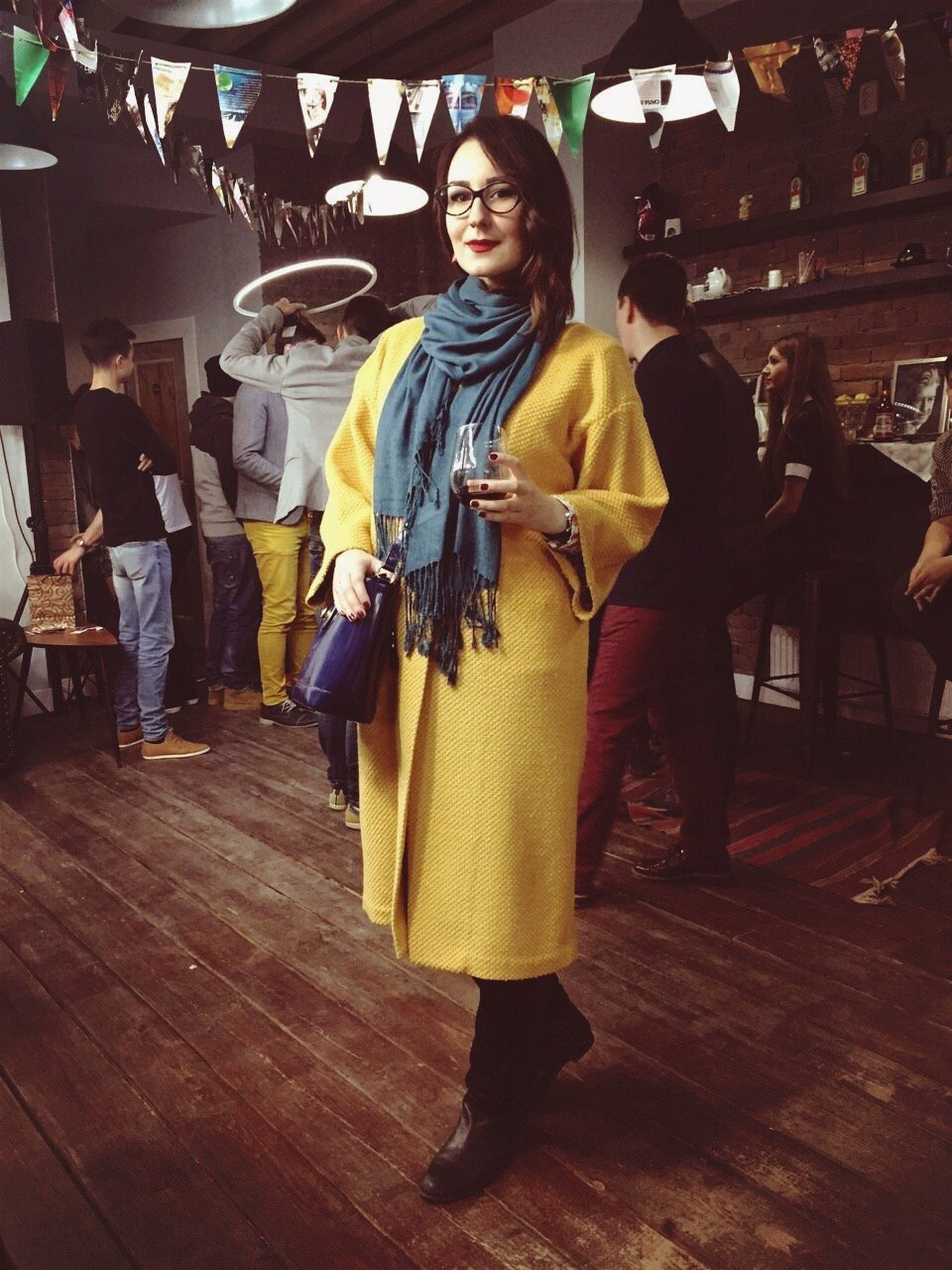 lifestyles, casual clothing, indoors, leisure activity, young adult, full length, person, front view, sitting, young women, standing, table, looking at camera, three quarter length, holding, portrait, smiling, happiness