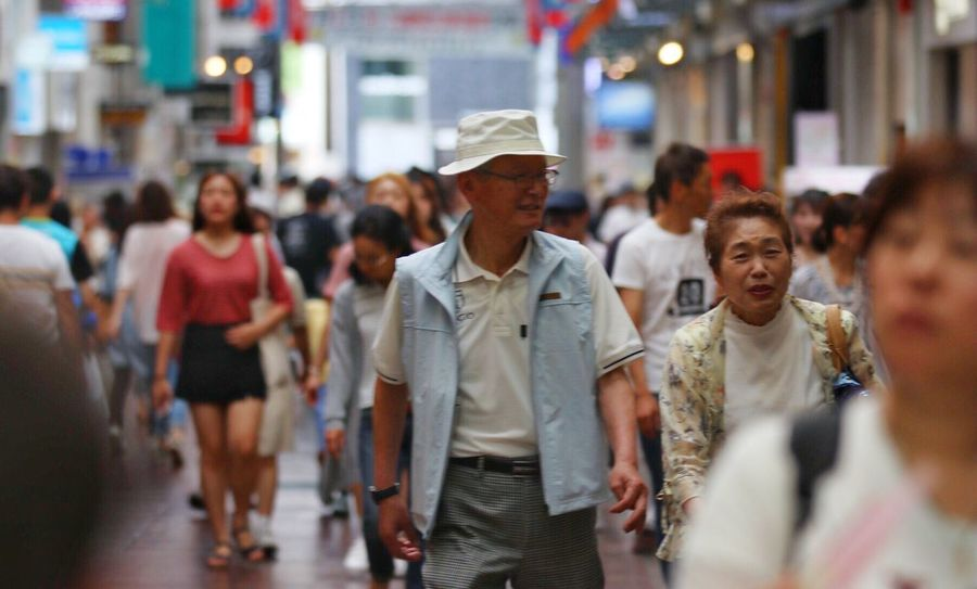 Walking Large Group Of People Outdoors Crowd People Japan Kobe Shop Market Hat Sunny Happy