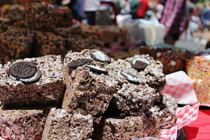 Chocochip oreo bars! Festival Foods Sweet Food Chocolate♡ Oreos Stickyfingers Chocolate Cookie Monster  Cookie Love