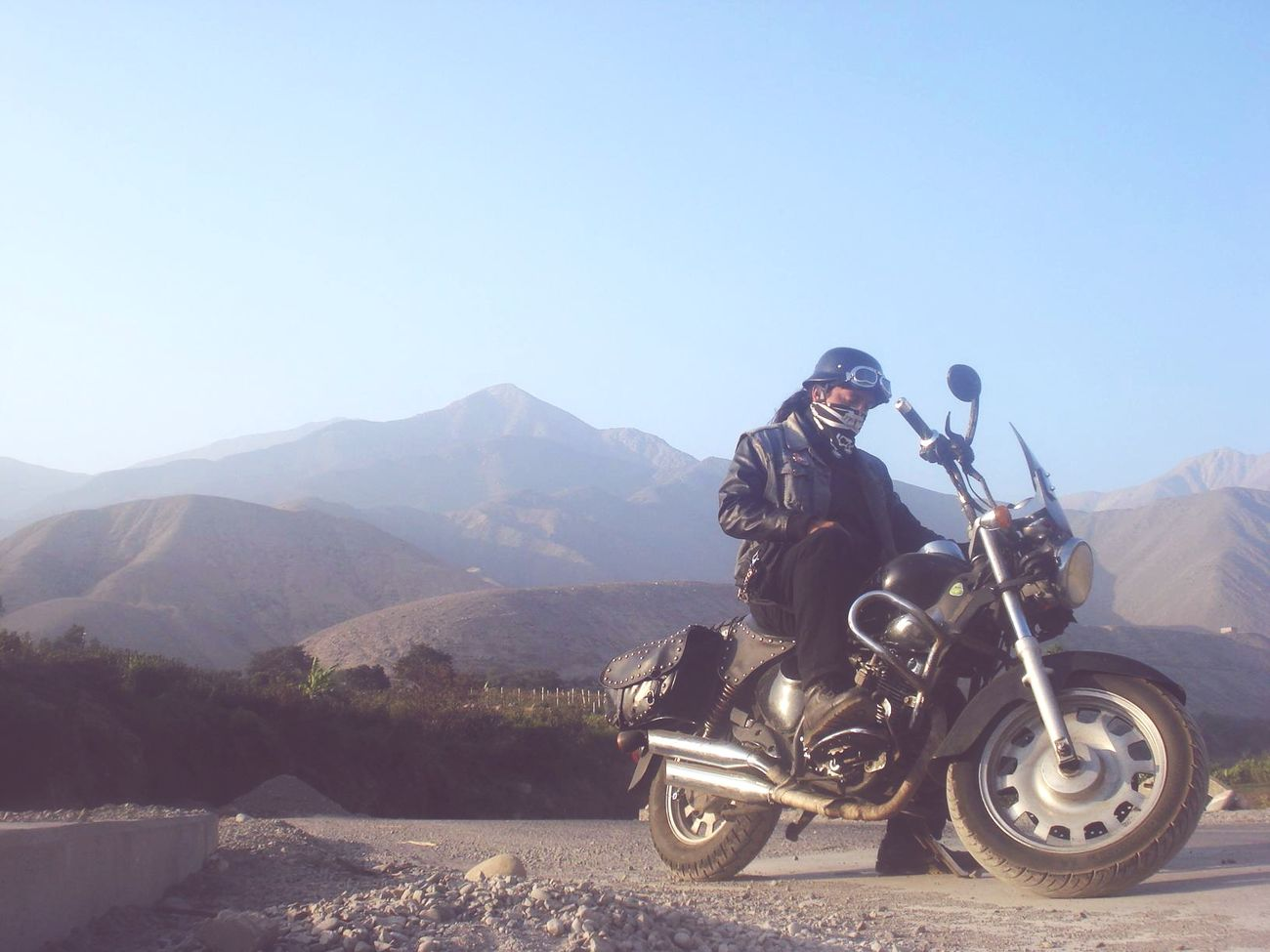 One of my trips by Calango, east side of district Mala province of Lima, Peru. A really good place to get into nature, you can go by car but i recommend motorcycles, you can get there some special soups and folk meating. Bikeordie Ontheroad Bikers Brotherhood Mc Caldo DeCamarones