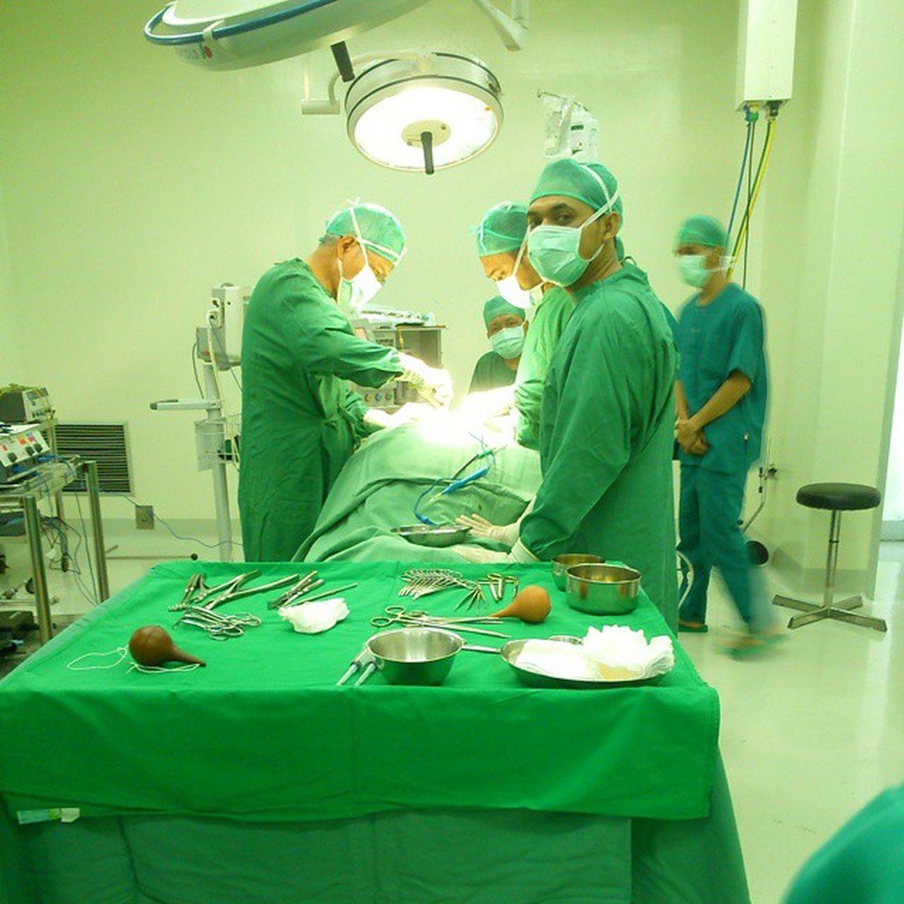 operasi Laminectomi Estimasi Waktu Operasi 4 jam teler berdiri