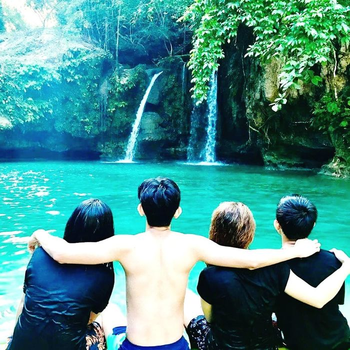 Summer time with friends Sommergefühle Leisure Activity Refreshing Atmosphere Summer Holidays EyeEmNewHere Cebufalls Freshness