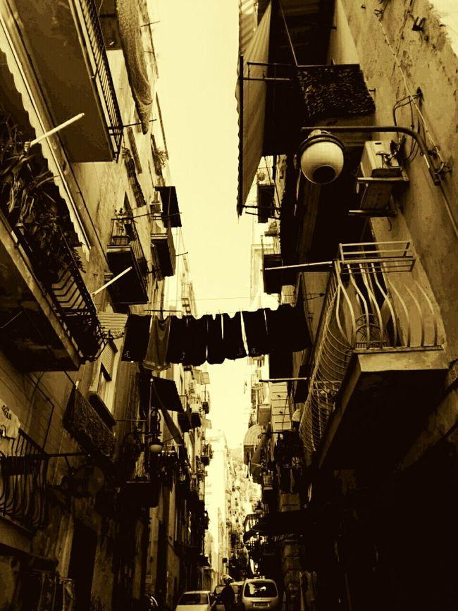 Napoli ❤ Napoli Street Napoli Tufo Ombre E Luci Neapel Herbst🍁 Stupendo Incanto Architecture QuartieriSpagnoli Quartieri Spagnoli Quartieri Pannistesialsole PanniStesi Panni Bucato Balconi