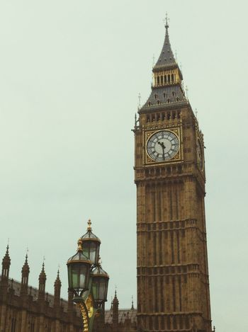 London! Big Ben. Whant to go back there again 😊 Traveling Tadaa Community Golden Tall Bigben London FunTimes! Grey Sky