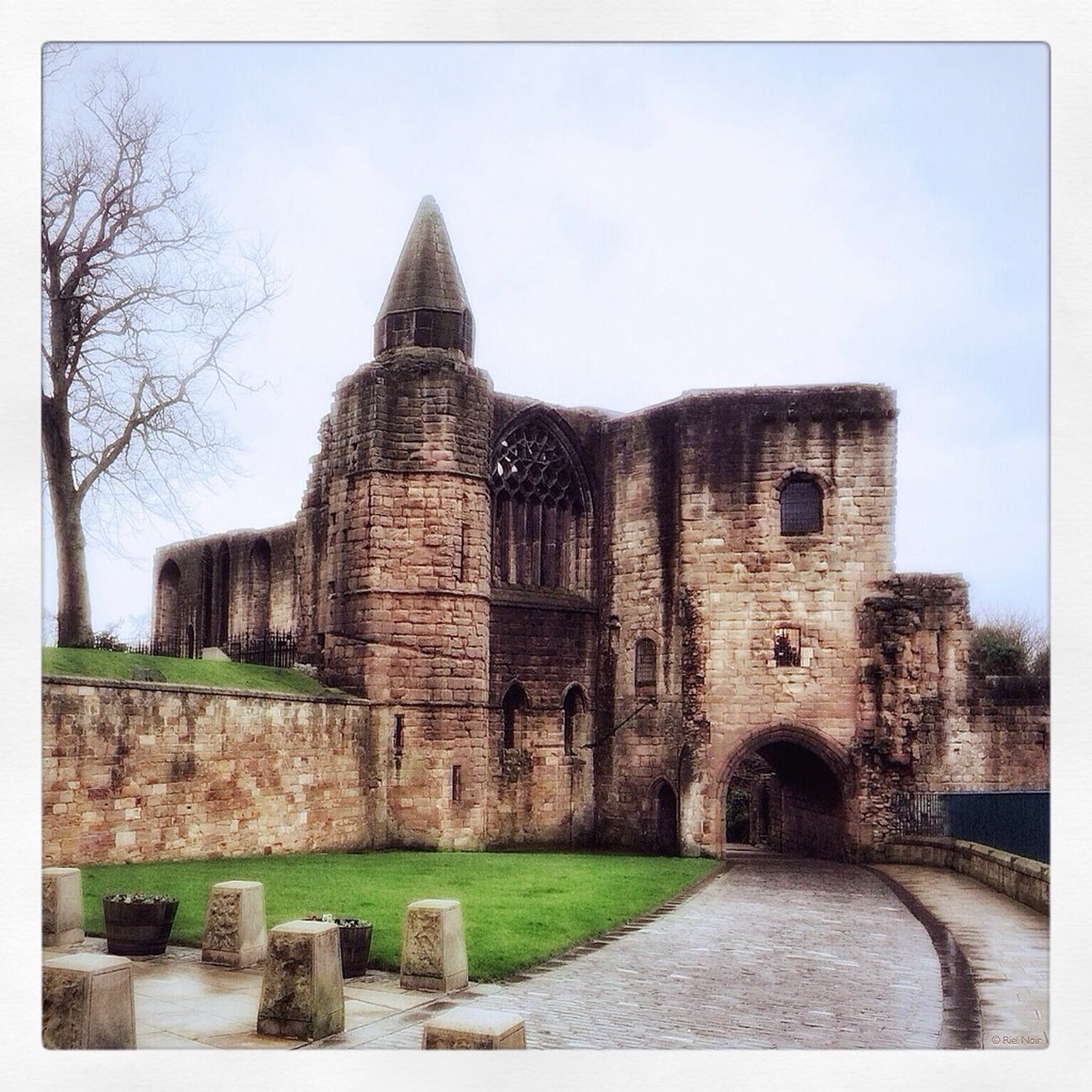 The Abbey, Dunfermline #iPhone5S #iPhone #iPad #iPhoneography #Abbey #Dunfermline Mobile Photography AMPt_community Dunfermline Theappwhisperer facebook.com/artistRielNoir