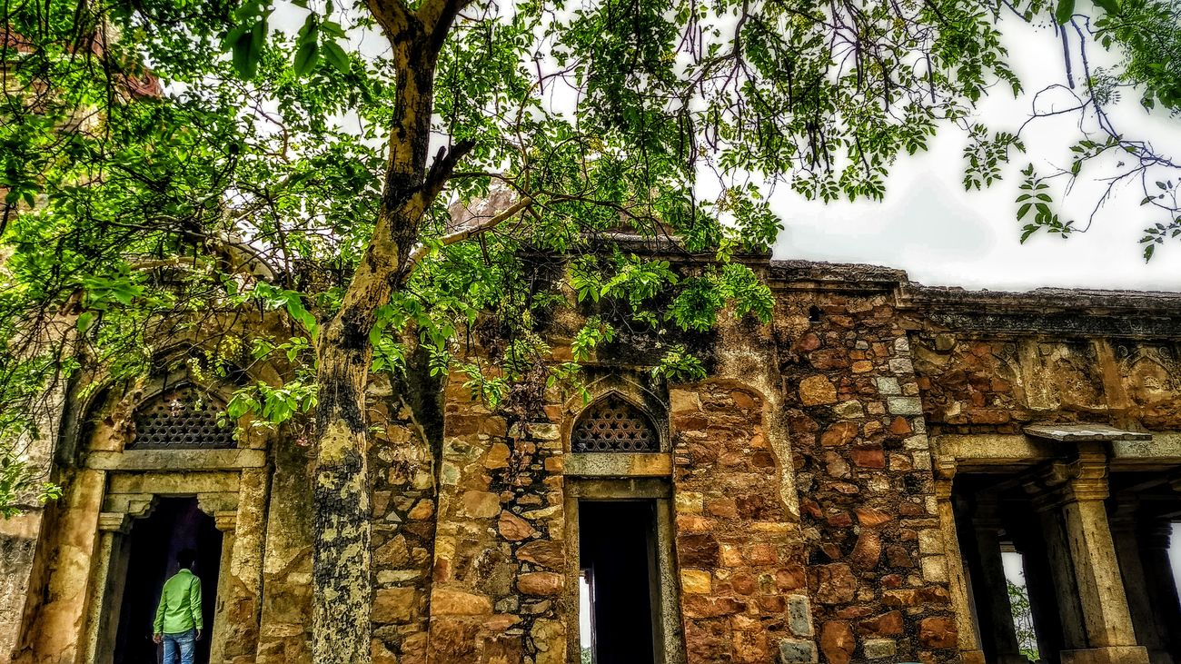 Low Angle View Built Structure Architecture Afternoon Delight Loveonthesidelines Hauzkhasvillage The Street Photographer - 2017 EyeEm Awards Mughalarchitecture DelhiGram Delhidiaries Lovefordelhi RainyAfternoon Phptography Day Motog5plus PhonePhotography Snapseed