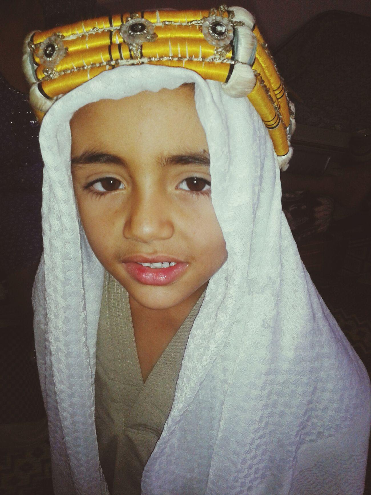 اطفالنا عبد العزيز. .اللباس التقليدي لجنوب الجزائر. يلبسه العريس على رأسه مع بقية اللباس والزينة.