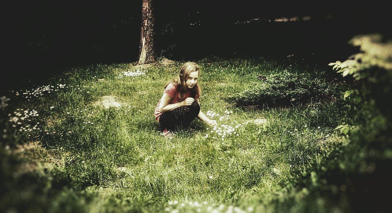 Dryad Forest Nymph Driada Nimfa Leśna Green Grass Flowers Kwiaty Trawa Girl Dziewczyna Podglądanie Snooping In The Middle Of Forest Nature's Diversities