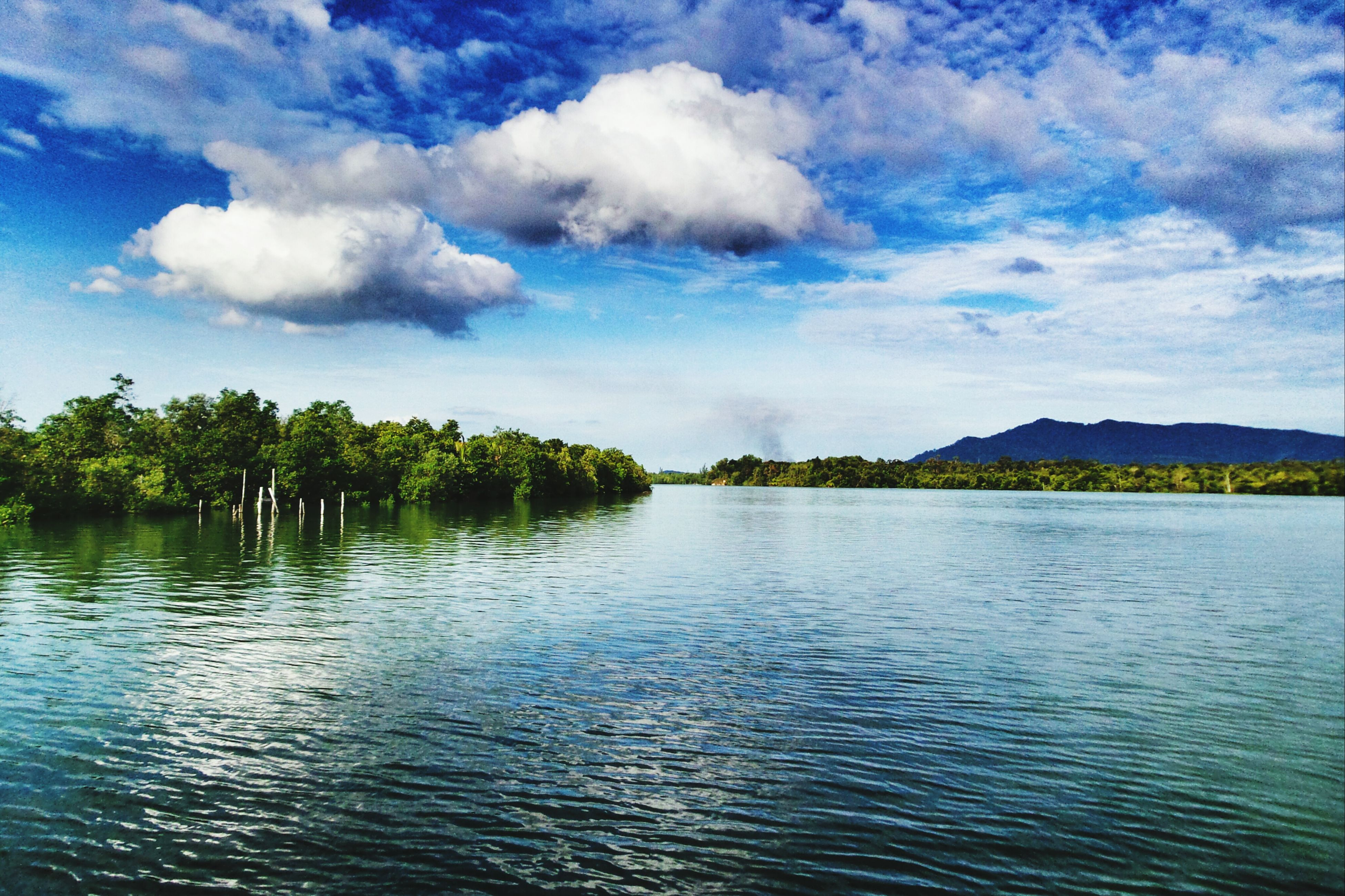 water, sky, tranquil scene, waterfront, tranquility, scenics, cloud - sky, beauty in nature, rippled, cloud, lake, tree, nature, blue, river, idyllic, cloudy, mountain, day, outdoors