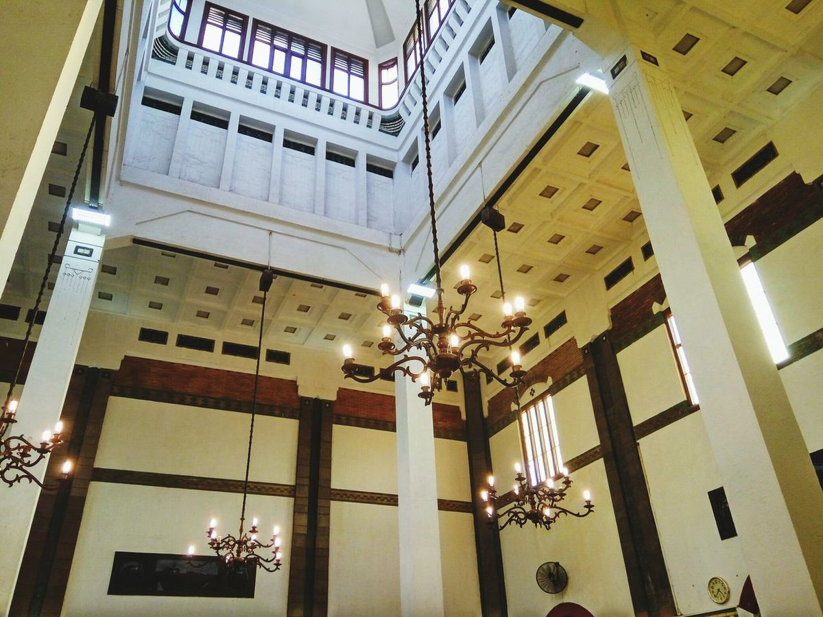 Architecture Built Structure Indoors  Ceiling Low Angle View Luxury Business Finance And Industry Architectural Column Warisan Station Train