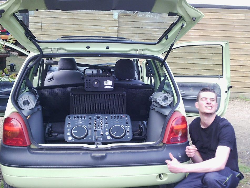 🚗💨🎶📢 🔊 TWINGO Tuning MaximumSound Soundsystem Lazer Fog Machine Délires