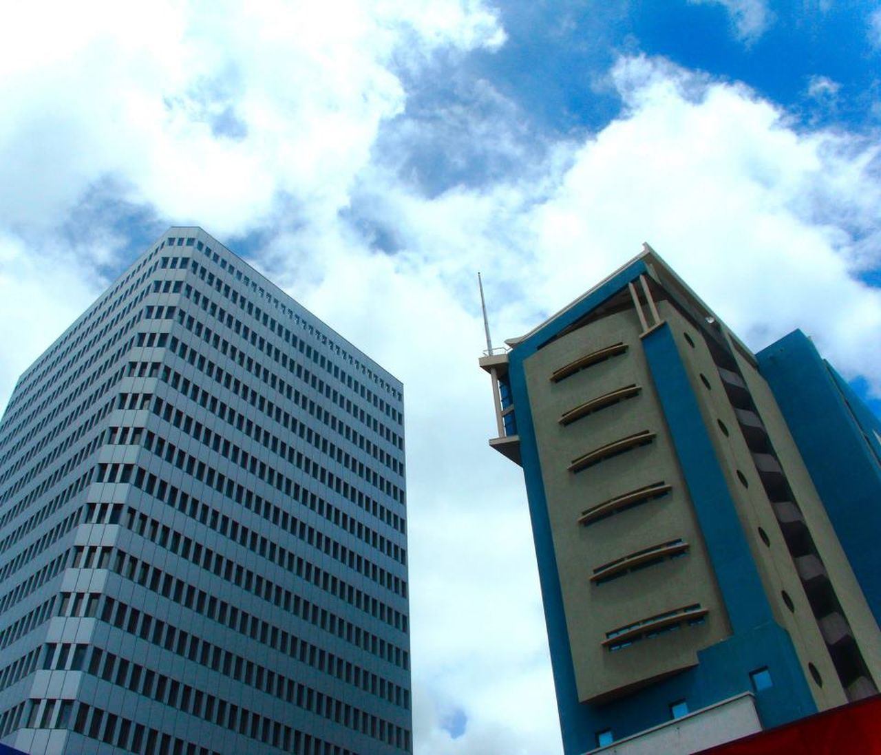 low angle view, architecture, building exterior, sky, cloud - sky, built structure, modern, skyscraper, day, no people, outdoors, tall, city
