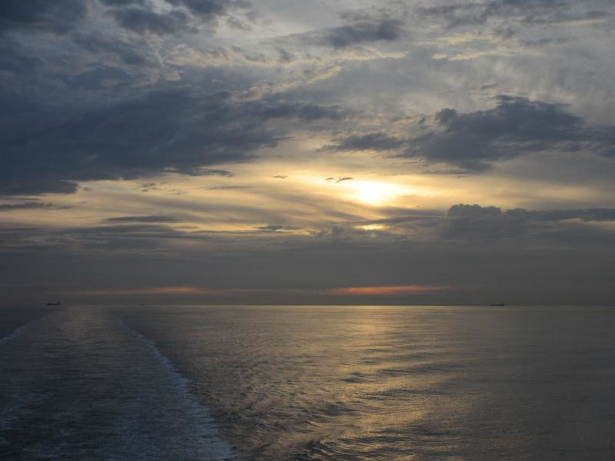 sunset, sea, sky, water, scenics, tranquil scene, horizon over water, beauty in nature, tranquility, cloud - sky, sun, nature, idyllic, reflection, cloudy, cloud, beach, orange color, silhouette, sunlight