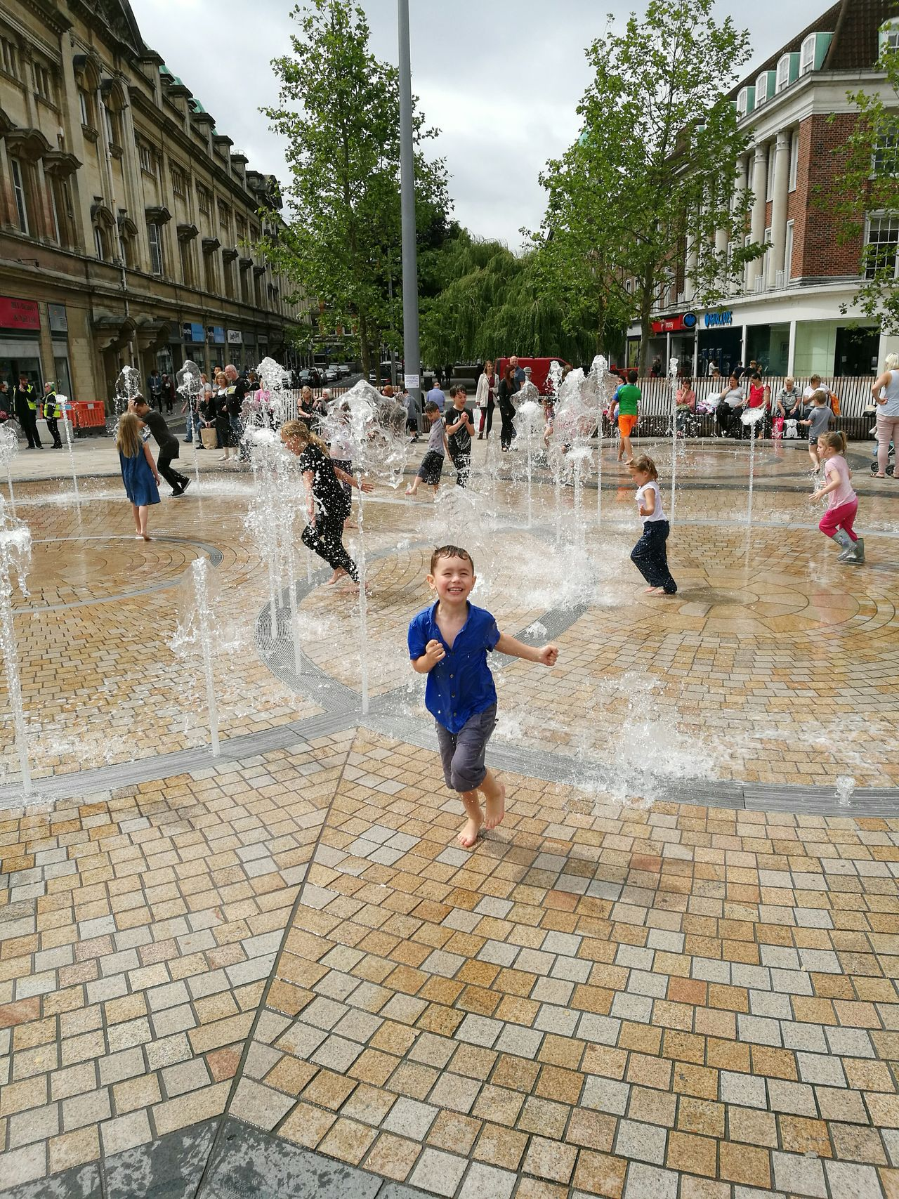 Playing Child Large Group Of People Outdoors People Spraying Boys My Boy Enjoying Him Self Hull City Centre Hull City Of Culture 2017 City Of Culture 2017 Arts Culture And Entertainment Childhood Togetherness Day
