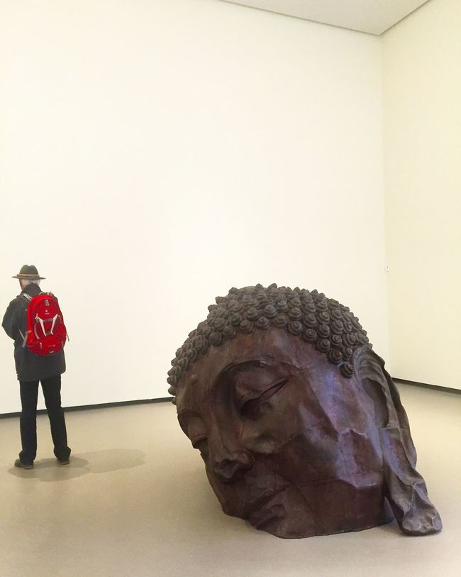 HEAD ArtWork Metal Zhanghuan Art Sculpture Chinese Artist Exposition People People Watching People Photography From The Back Art Inspection People And Art People Watching Art