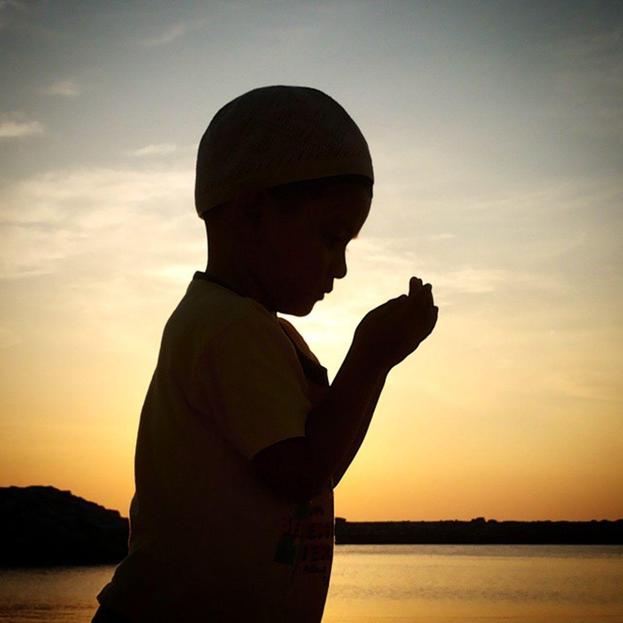"""""""Ya Allah, ampunilah dosa-dosa kami..limpahkanlah rahmatMu kepada kami"""" Prayforall"""