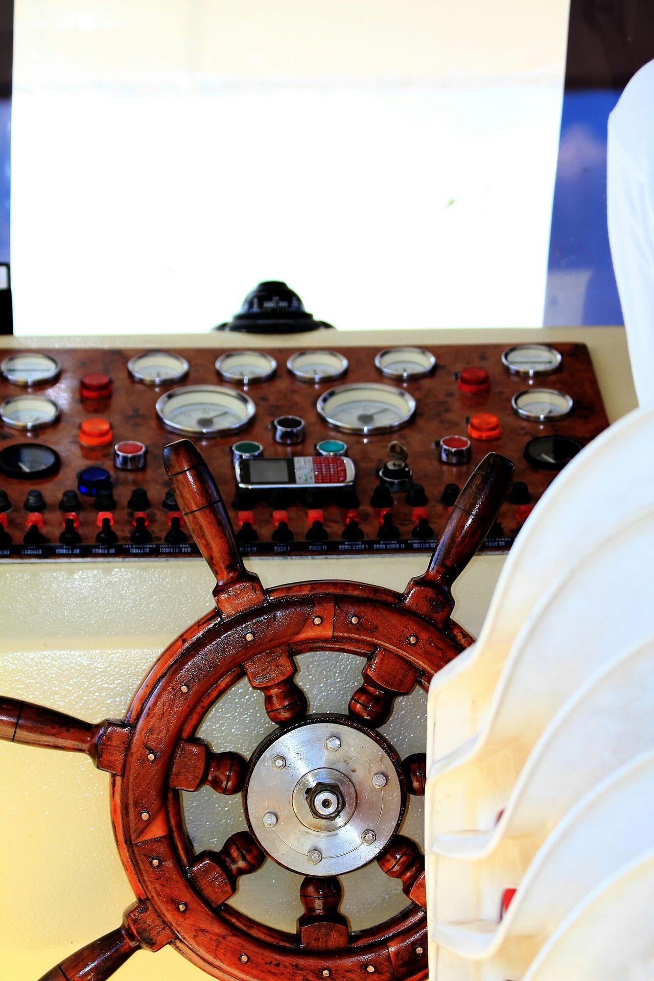 Helm Helm Old Street Art Piranhas/AL Brazil Controls Boat Rio Sao Francisco