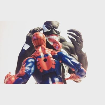 Um wow..eddie you sure have grown since weve last met h-heh...crap.. Marvellegends Amazingspiderman Peterparker Bust  Eddiebrock Venom Spidey Symbiote Spiderman Figure Figurelife Figurecollection Classicspiderman Figurecollector Manchild Spideyverse Hasbro Disney Infinitieseries Marvelfigures Marvelcomics Baf