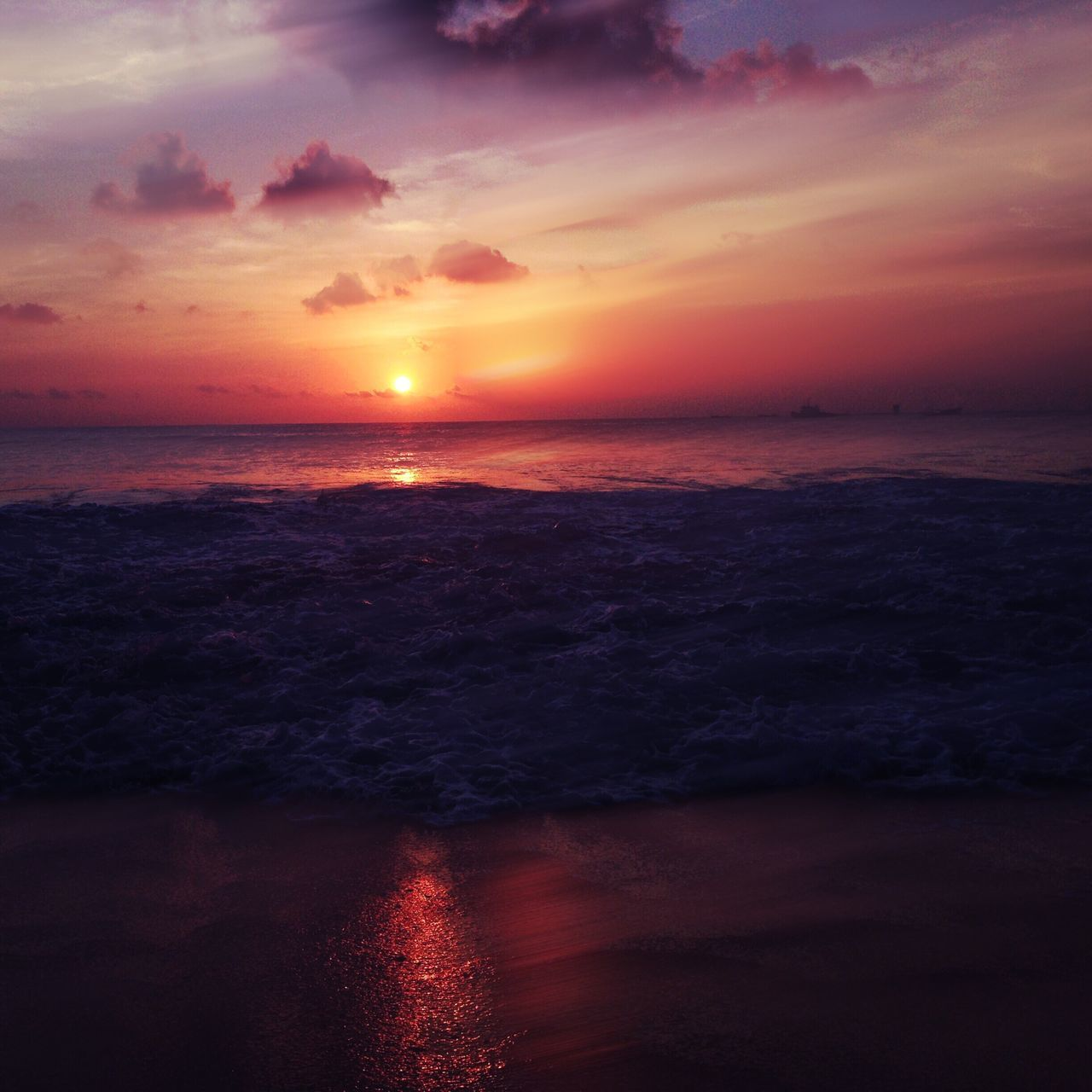 Sea Sunset Horizon Over Water Beauty In Nature Scenics Sky Water Tranquil Scene Nature No People Idyllic Cloud - Sky Tranquility Sun Beach Outdoors Wave