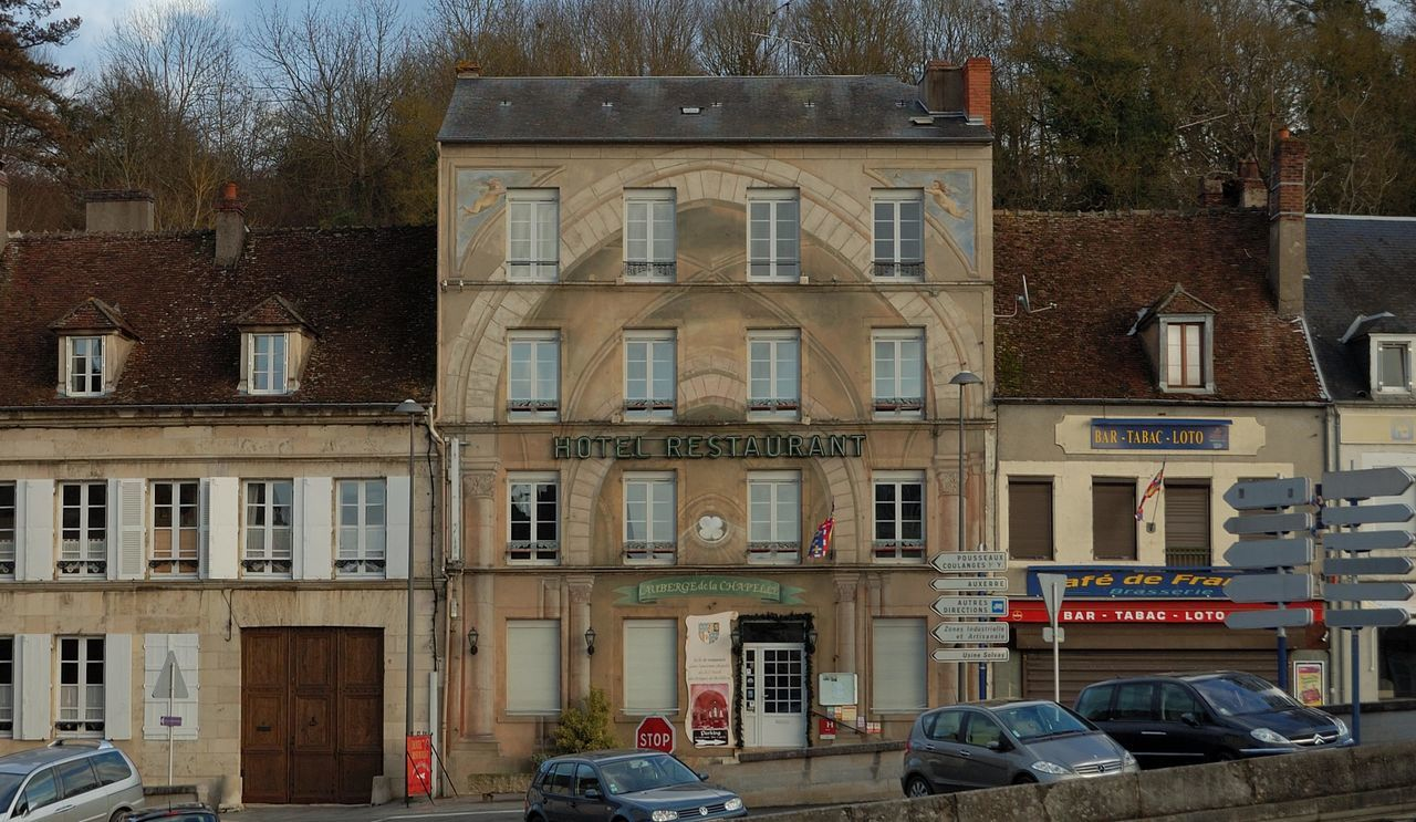 Architecture Architecture Commerciale Architecture Rurale Building Building Exterior Built Structure City Life Composition Exterior Façade Facades Façade Hotel Hotel Room In A Row No People Outdoors Peinture Murale Trompe-l'œil Urban Window Yonne Clamecy