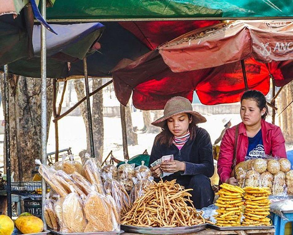 Money, money, money. Sony a7 experience @ Wat Oudong. Sony A7s Sonyalpha Sonyimages SonyA7s Sonycamera Sonyphotography Theappwhisperer Adventurevisuals GoodRadShot Fhotoroom PicHitMe EyeEm EyeEm_O MenchFeature Photography Pixelpanda Visitorg Aop_Lab Yourworldgallery SeeOurWorldNow Runningtheworld Natgeo Natgeotravel Natgeoyourshot Cambodia PhnomPenh @fhotoroom_ @pichitme @goodradshot @street_hunters @pixel_panda_ @eyeem_o @photocrowd @photoadvices @worldphotoorg