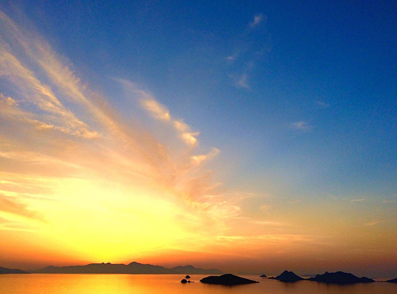 Hello World Turkeyphotooftheday Colorfulworld Sunset Sunset #sun #clouds #skylovers #sky #nature #beautifulinnature #naturalbeauty #photography #landscape Turkey