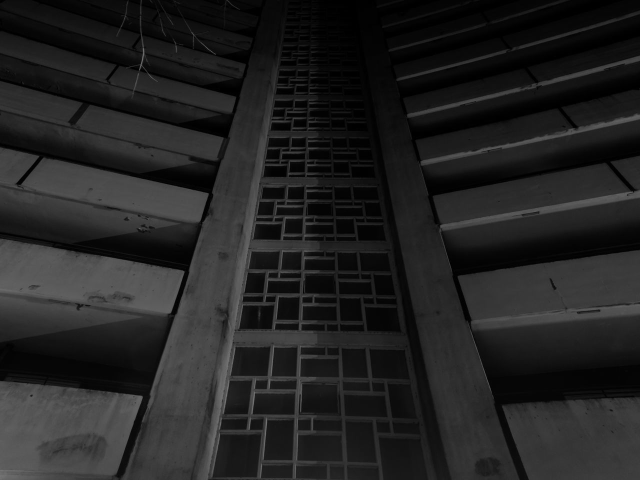 Langzeitbelichtung Texture B&w Street Photography Lightart Blackandwhite Skyscrapers Night Long Exposure Architecture Urban Geometry Urbanphotography Hamburg Cityscapes Streetphotography Light And Shadow Darkness And Light Challenged myself to take a shot From My Doorstep . That's the result. Rows Of Things Architecture_collection Architecture_bw Learn & Shoot: After Dark