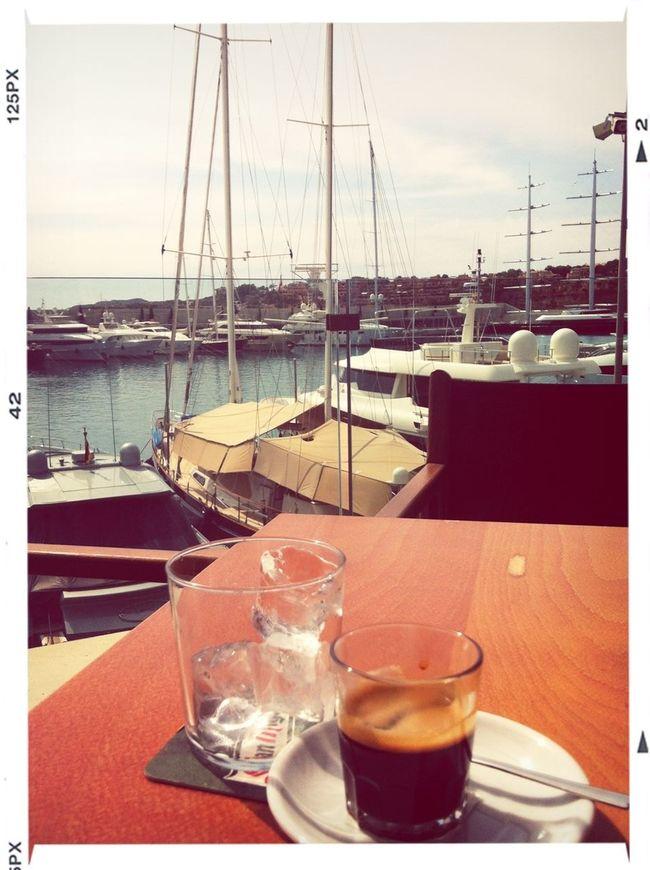 Cafe Y Barcos En Crew Bar