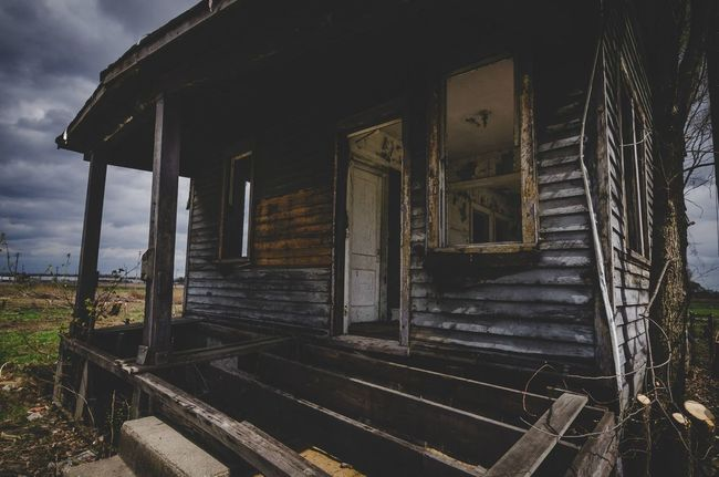 The asking price with lawn care was pretty reasonable for a weekend getaway property 👍🏻 Abandoned Places Abandoned & Derelict Detailsofdecay EyeEm_abandonment