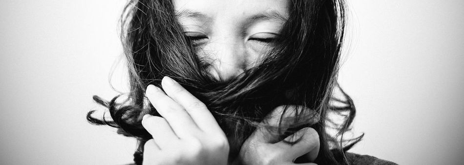 Hello! Its me :) Taken by Chuot Beautiful Woman Bnw_captures Bnw_friday_eyeemchallenge Hoang Ann Portrait Real People White Background
