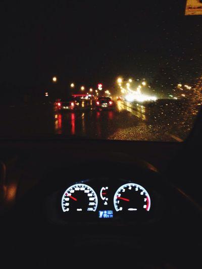 在夜晚裡開車,電台裡播的藍調歌曲加上雨滴⋯總覺得好無力,很low