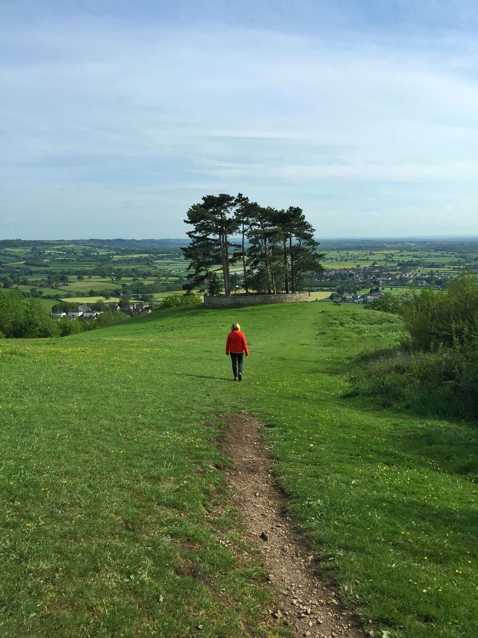 Walking towards Wotton Hill The English Countryside Wotton Hill Enjoying The View Cotswold Way Iphone6plus Pathways Thegreatoutdoors2015EyeemAwards Long Goodbye