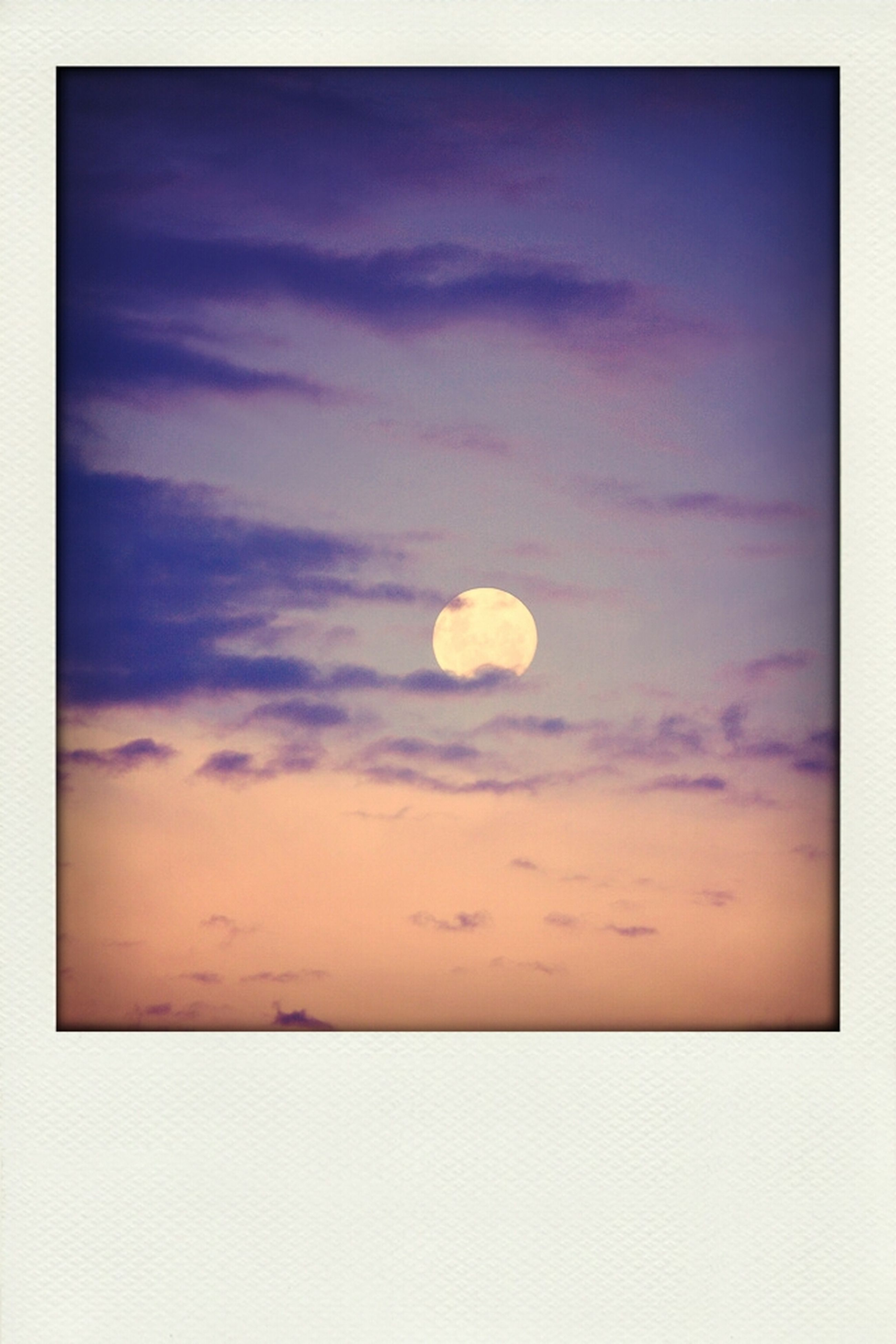 sky, low angle view, scenics, beauty in nature, circle, cloud - sky, moon, transfer print, tranquility, tranquil scene, nature, sky only, auto post production filter, idyllic, copy space, cloud, cloudy, outdoors, astronomy, no people