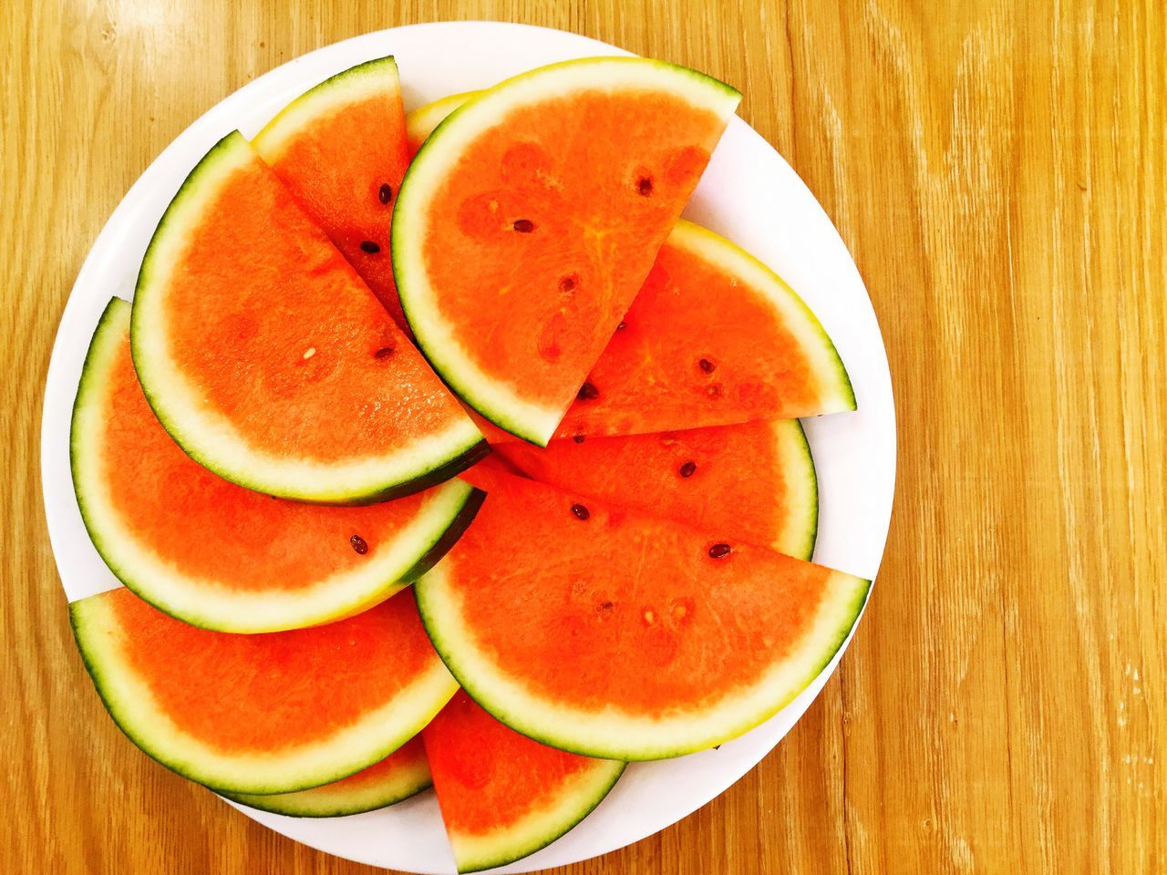 fruit, slice, food and drink, freshness, food, healthy eating, table, watermelon, indoors, cross section, close-up, healthy lifestyle, no people, directly above, plate, anthropomorphic face, ready-to-eat, day, blood orange
