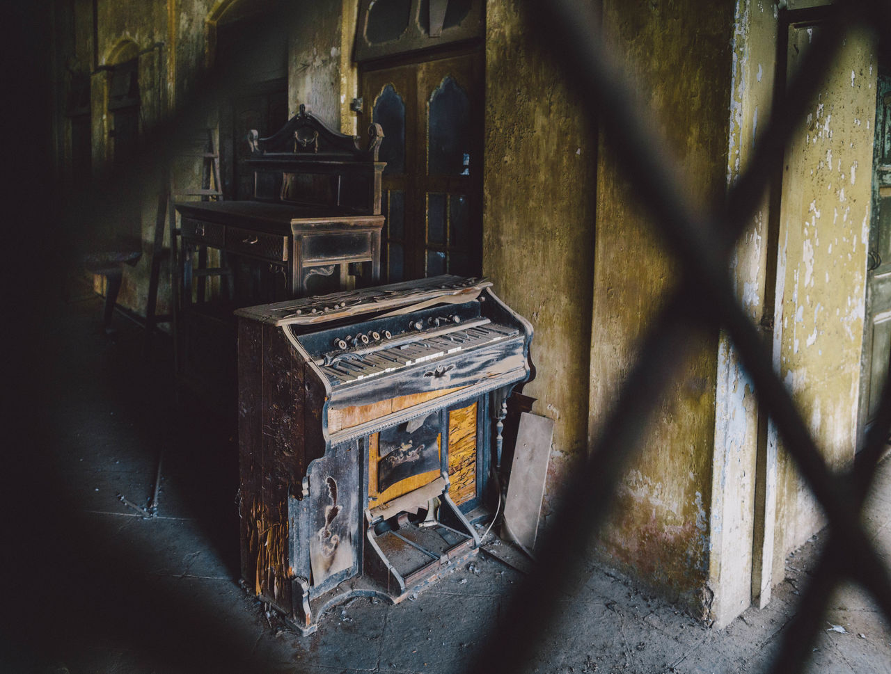 Piano in abandoned house Abandon_seekers Abandoned Abandoned & Derelict Abandoned Buildings Abandoned Places Abandoned_junkies Antique Antique Bombay Dilapidated India Indoors  Mumbai Music No People Obsolete Old-fashioned Piano The Past Weathered Piano Moments