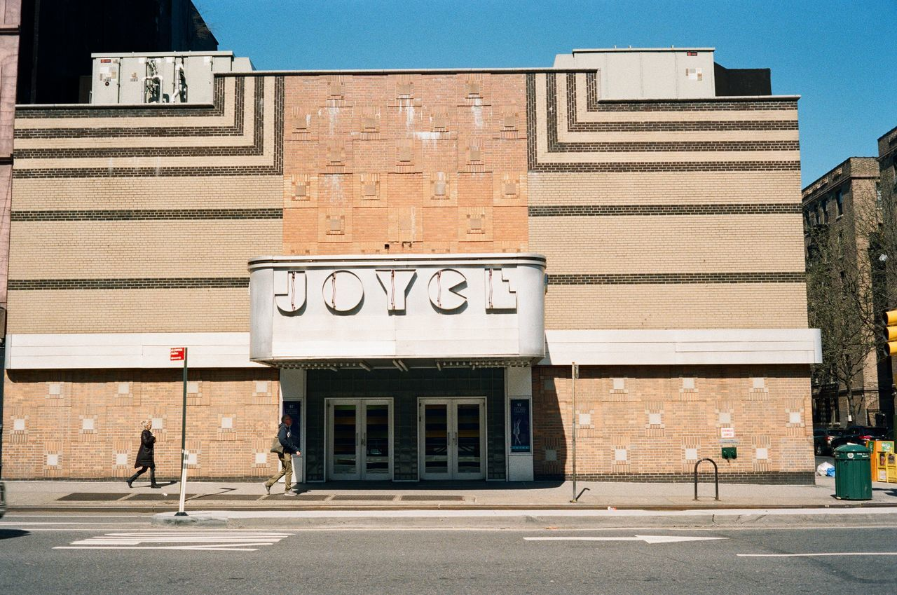Chelsea, 2016 Canonet Canonetql17giii 35mm Film Film Photography Film Architecture Artdeco JoyceTheater Chelsea Manhattan Lomography Color Negative 100 Theater Ishootfilm 40mm NYC NYC Street Minimalist Architecture