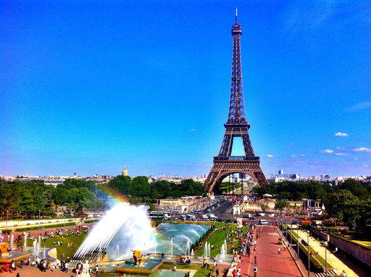 Tour Eiffel by Gldrk