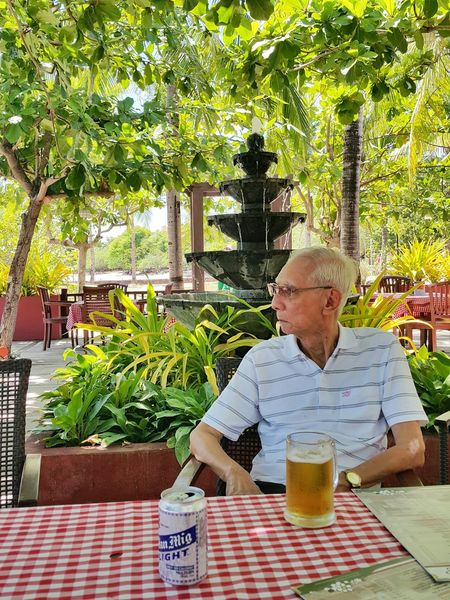 My Daddy Under The Tree Shades Of Green  Ice Cold Beer  Lazy Day Sunny Afternoon From Where I Sit Daddy❤ Galaxynote4