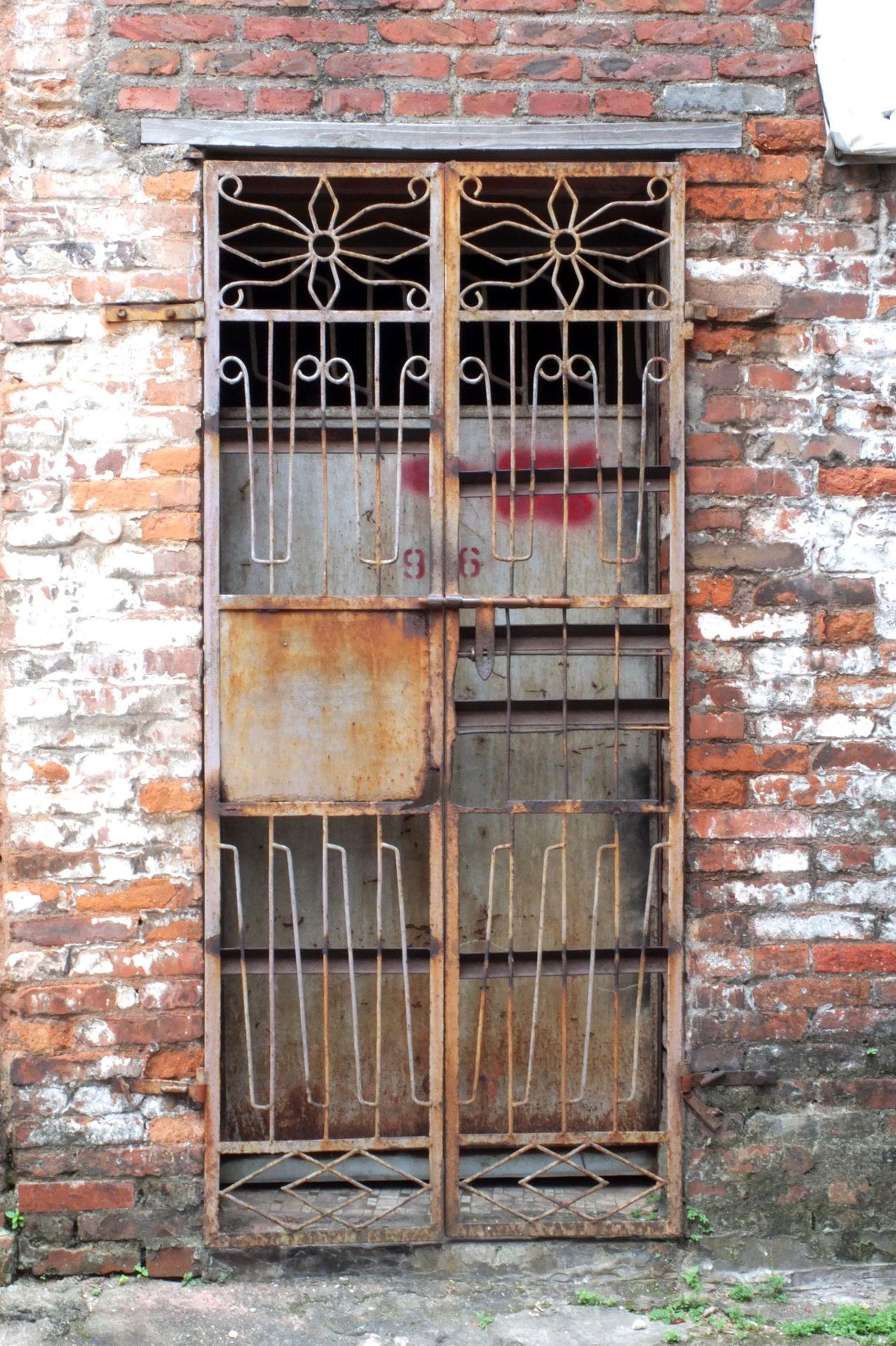 Door Doorway Metal Door Streetphotography Foshan,China Village No People IPhoneography Walking Around Traveling Home Front Door Old Buildings Old House Old Style Chinese Style Building Chinese Style