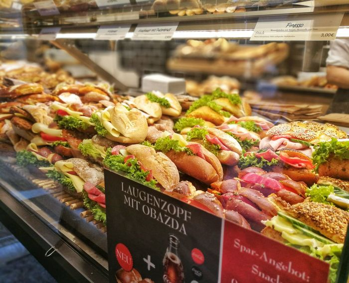 Food Food And Drink Vegetable Freshness Healthy Eating Variation Business Finance And Industry No People Tomato Price Tag Market Day Indoors  Ready-to-eat Sandwiches Sandwich Time Sandwichphoto Retail  Bakery Market Supermarket For Sale Baked Food And Drink Freshness