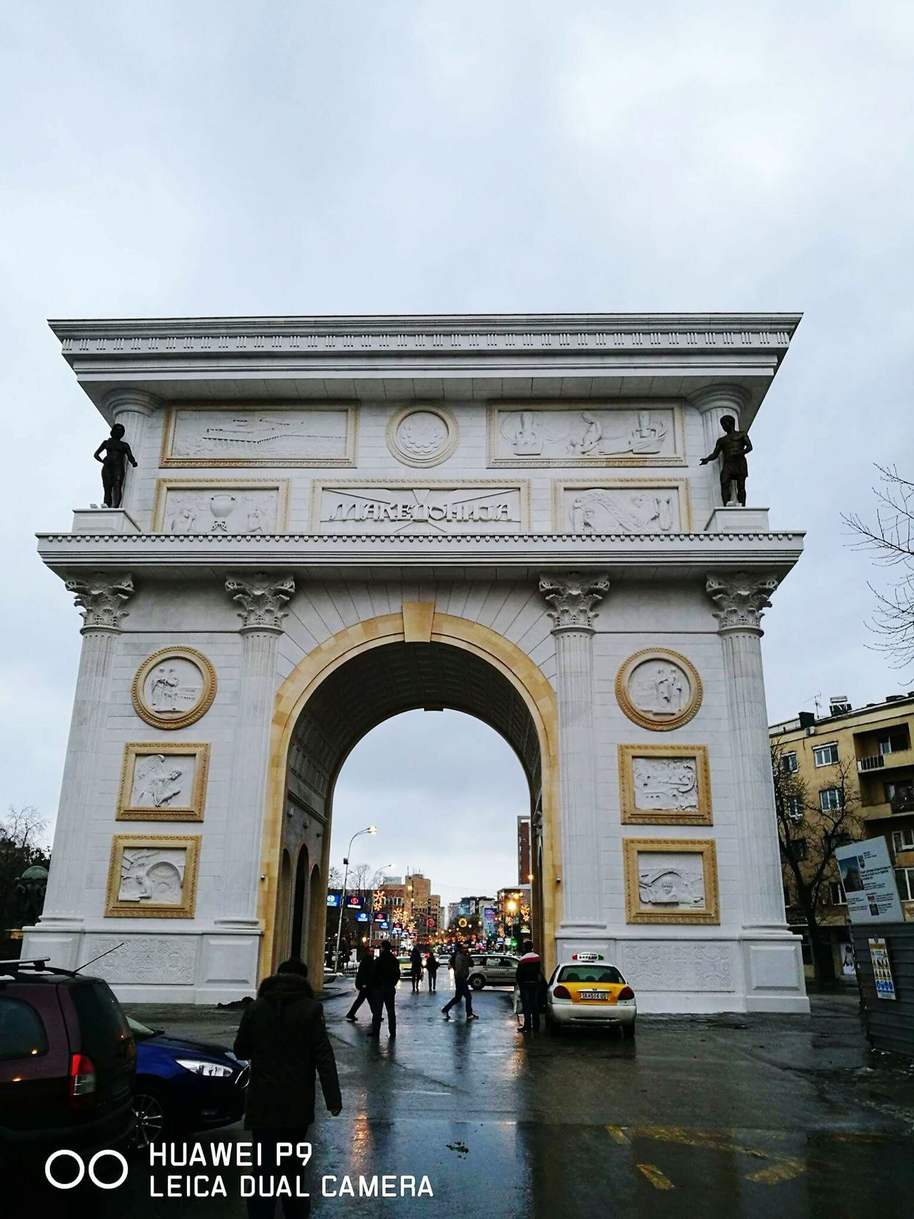 Architecture Outdoors Travel Destinations Arch History Triumphal Arch City Sculpture Statue City Gate Day People Sky