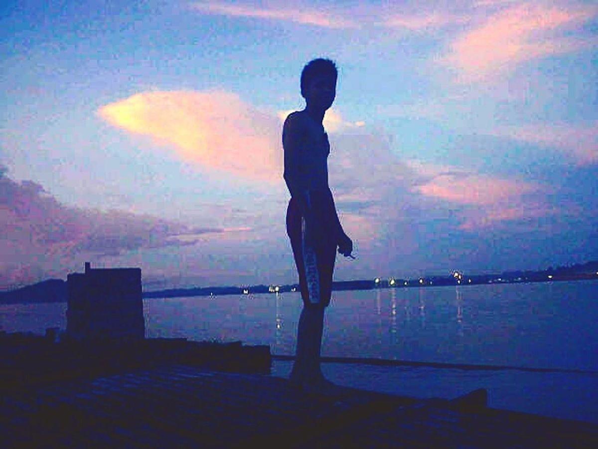 Aku dan sayap awan sunset Gambar_koyak Instakukar Instagram_portraits Instagraphy Instagram Instagram_indonesia Borneoparadiso Borneo_hunter BorneoCity