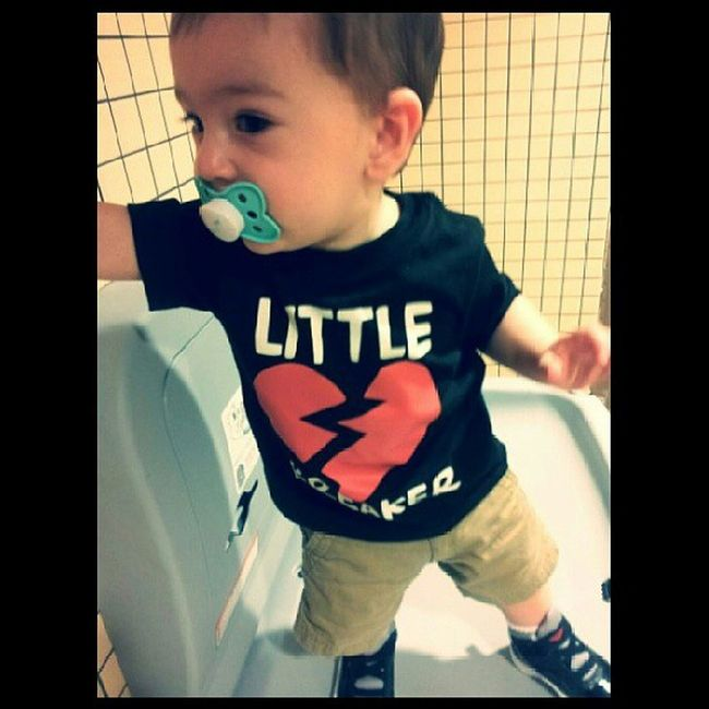 My little heart breaker <3 Ilovehim Mypapas Firsthardbottomshoes Learningtowalk cargoslikedaddy
