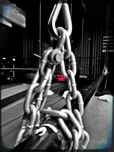 Hanging the batten Chain Battens Theater Techweek A Touch Of Colour Strong Chaiselounge Set Design