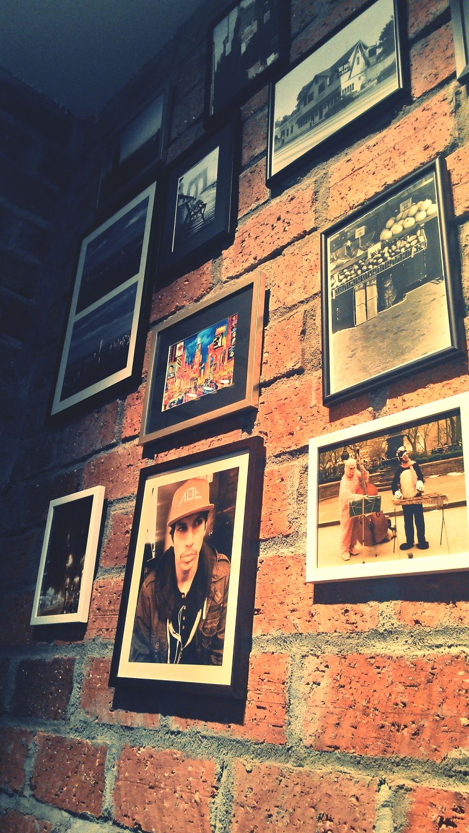 Our favorite pizza spot, right infront of those pictures... Where Do You Swarm? Street Photography Pictures Hang Out
