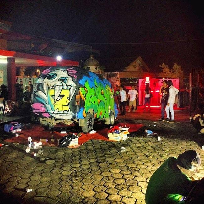 ParisSoAmazeMe last night repaint Vannin Boogievan