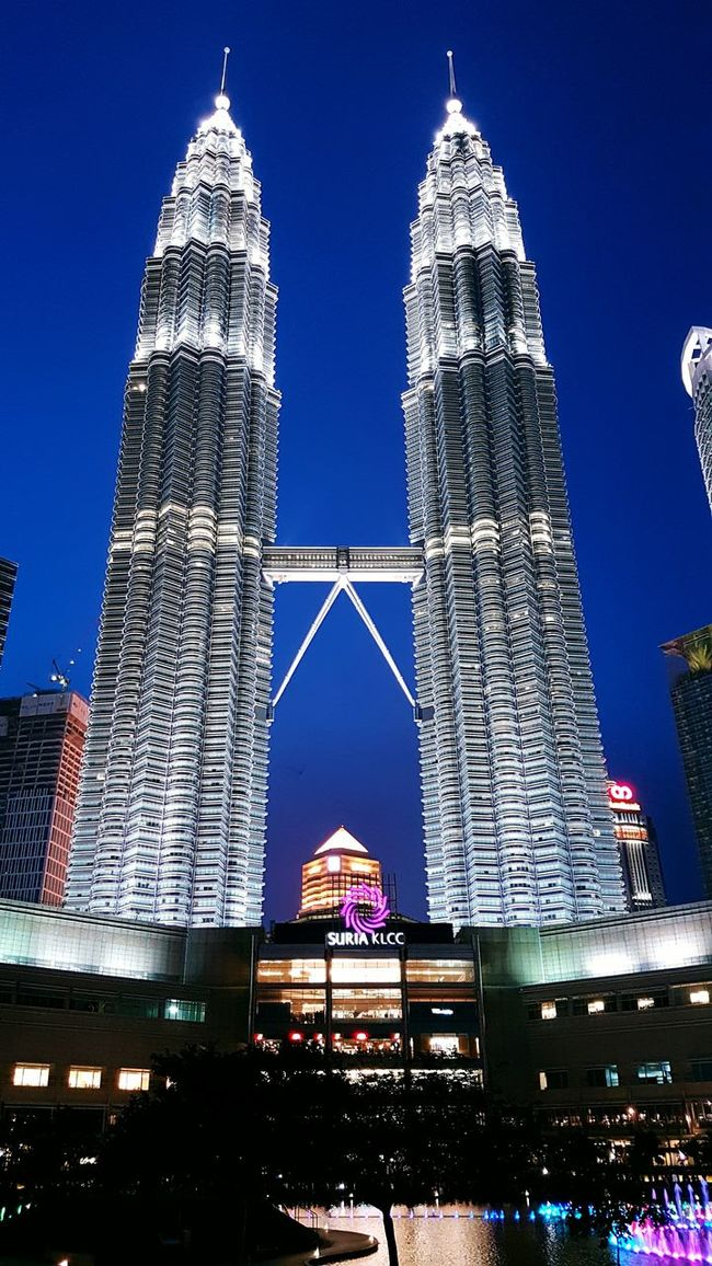 Home Is Where The Art Is Malaysia KLCC Twin Towers Kuala Lumpur Malaysia  Visitmalaysia Trulyasia Night Shot City Blessed  Outdoors FromMalaysia Landscape Life In Colors Lifestyles Great Escape Scenery Life In Motion Proudmalaysian Malaysian Scenic View Travel Photography EyeEm Gallery Indulge