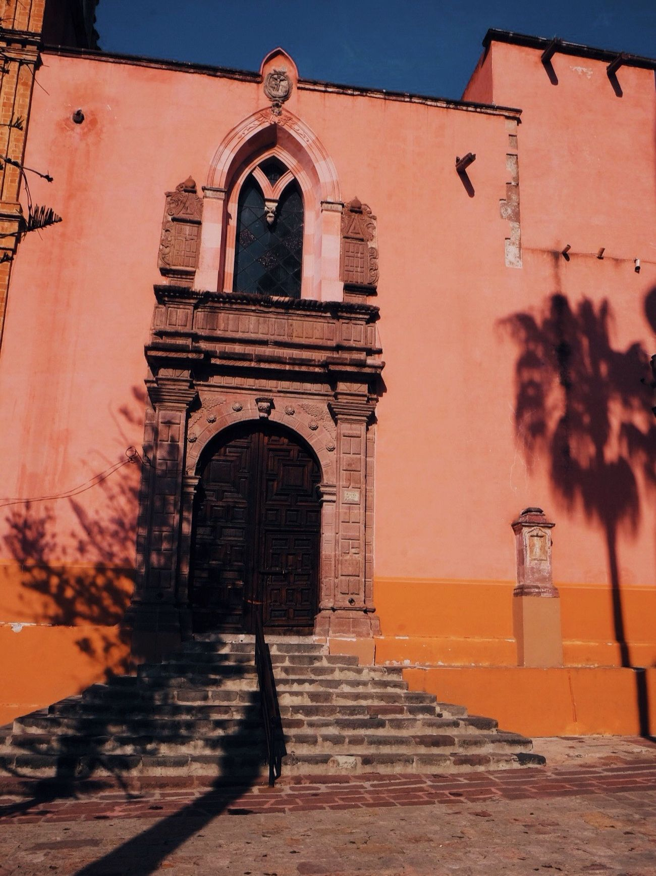 Light & Shadow in San Miguel Traveling Eyem Best Edits Eye4photography  Street Photography Textures And Surfaces Reflection EyeEm Gallery Travel Light And Shadow Architecture Architecture_collection Mexico