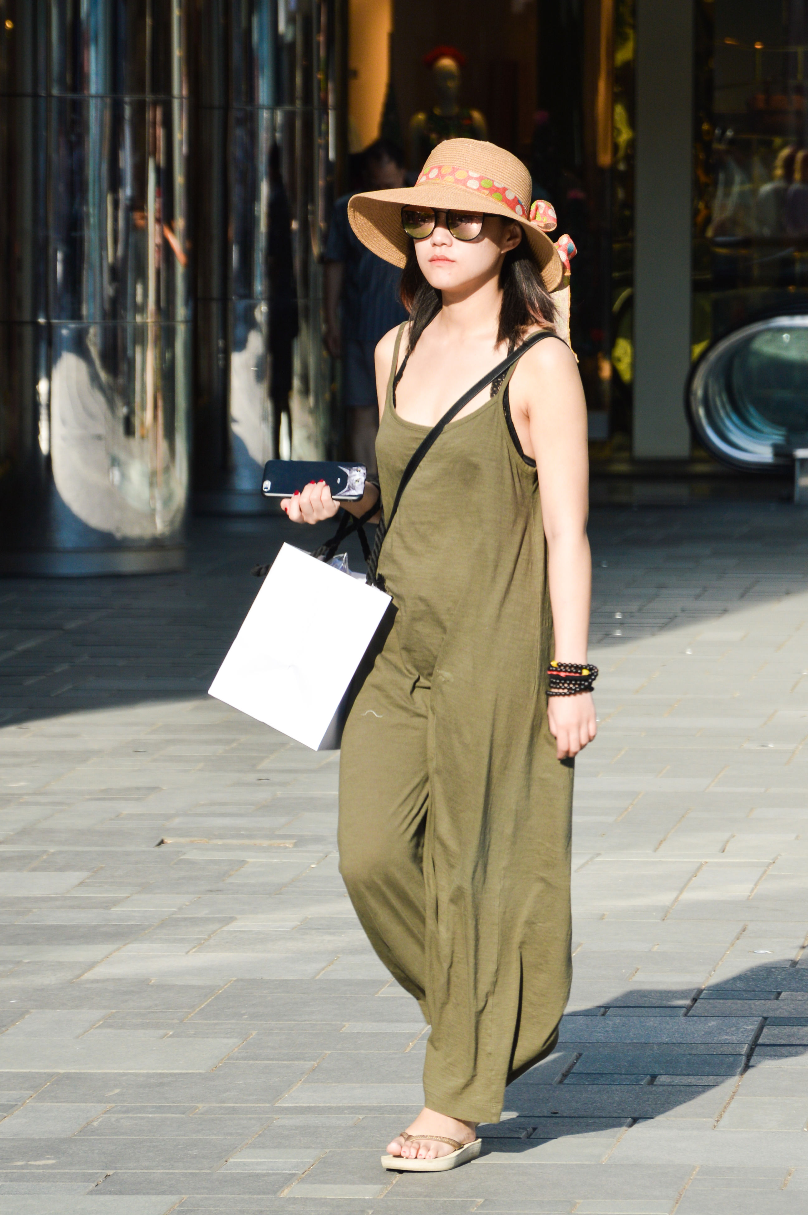 hat, one person, full length, real people, lifestyles, fashion, outdoors, standing, leisure activity, sun hat, day, women, young women, holding, young adult, purse, beautiful woman, looking at camera, portrait